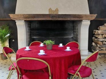 Salle de la cheminée de l'abbaye royale du Moncel (3)